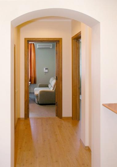 Интерьер узкого коридора в квартре