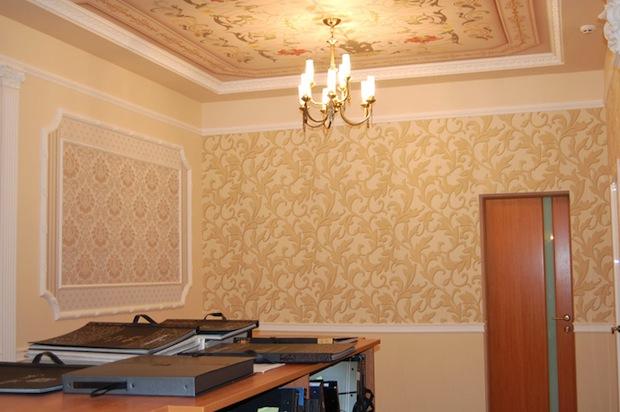 Выбор обоев в дизайне зала