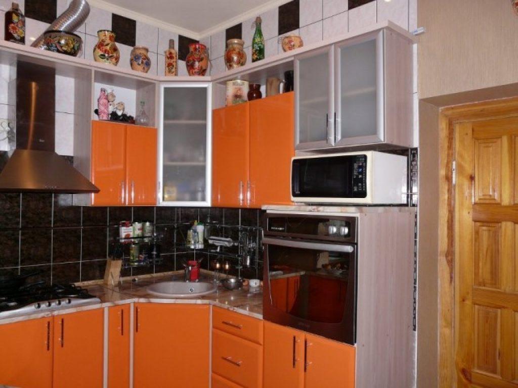 Дизайн кухни в хрущевке: элегантный и практичный интерьер.