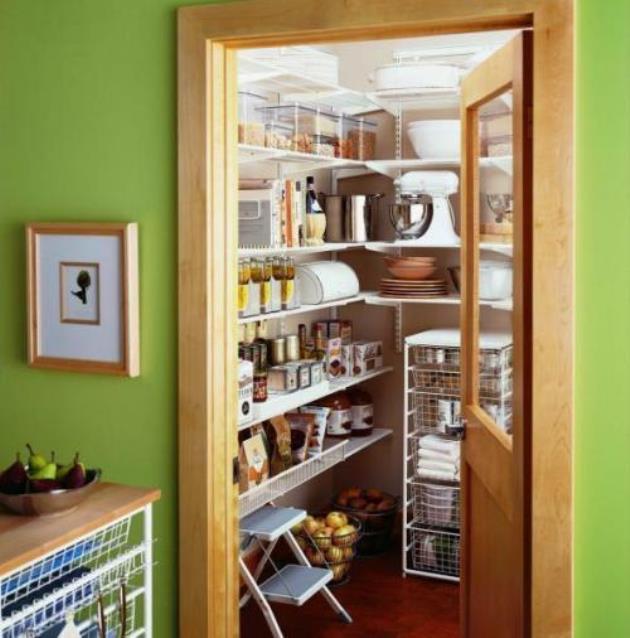 Маленькая кладовка по соседству с кухней