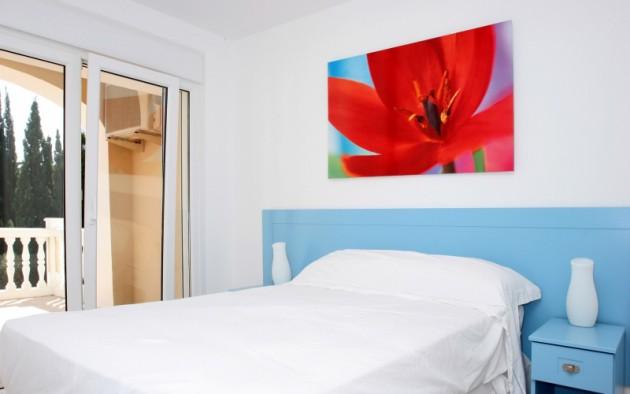 Простые фотообои для спальни