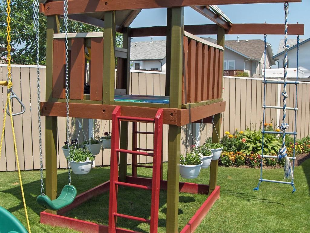 Как построить детскую площадку для дачи своими руками