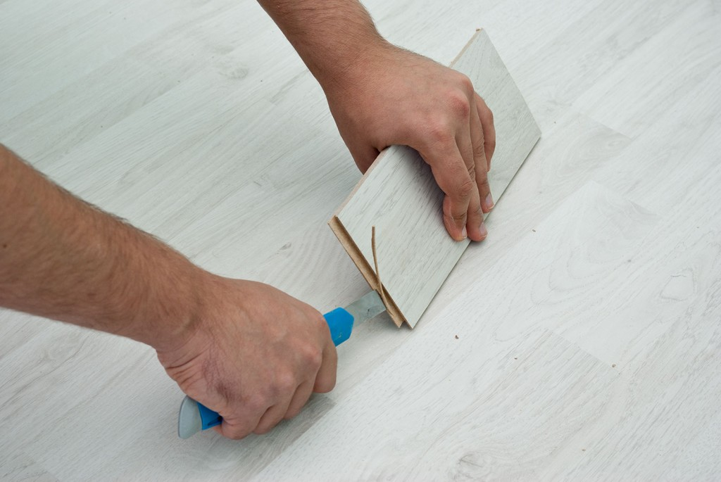 installing-laminate-under-door-frames