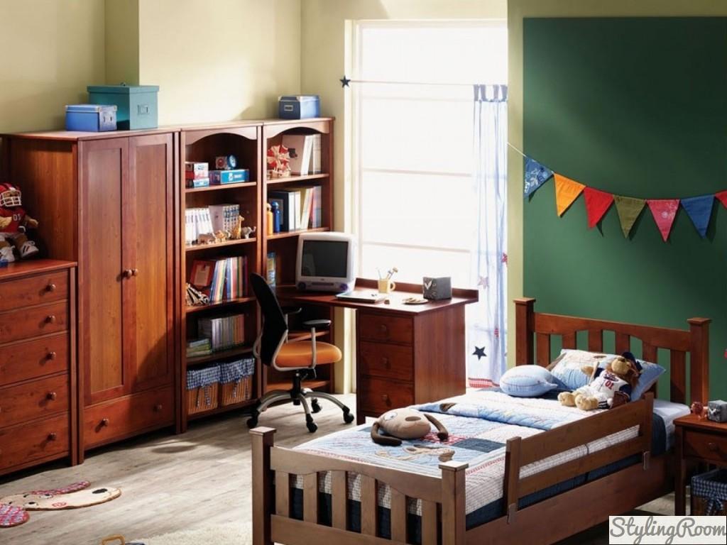 В комнате для мальчика-школьника обязательно должно быть место для учебы и чтения