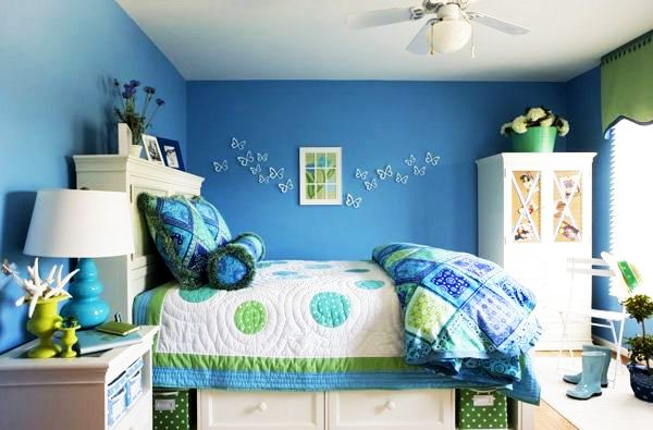 Синяя изумительная спальня для молодых девушек