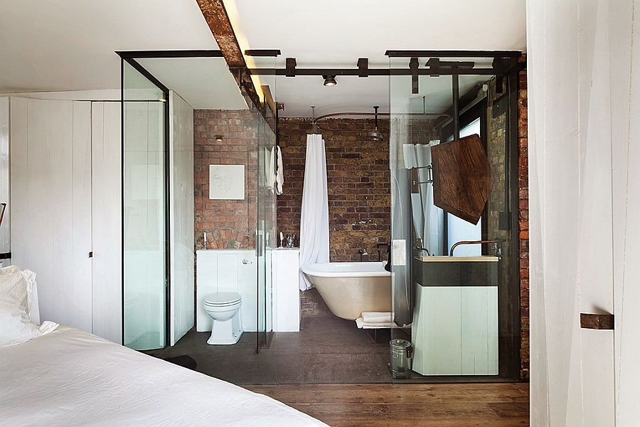 En-suite-bathroom-with-all-glass-walls