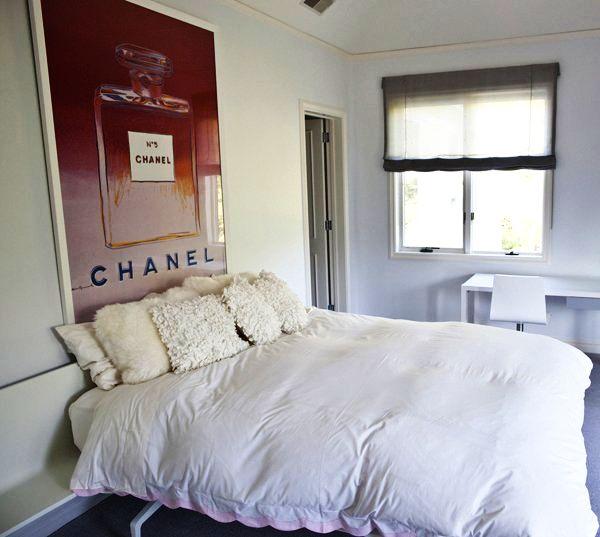 Еще одна спальня в стиле минимализм для девушки