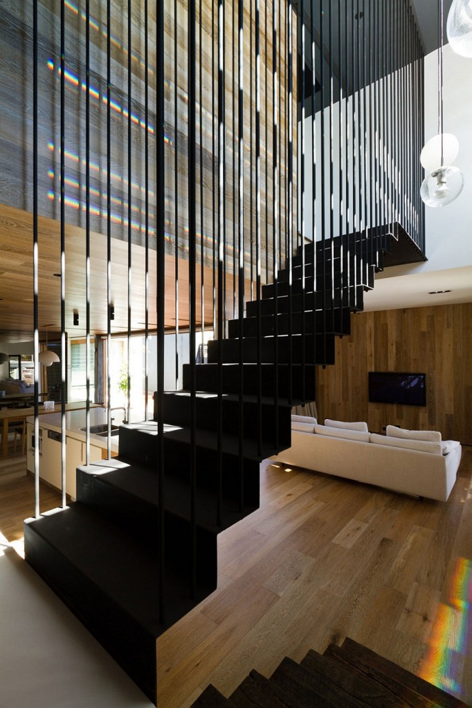 Inventive-staircase-design-that-is-visually-airy