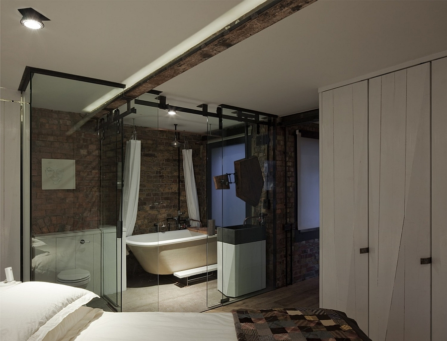 Lovely-recessed-lighting-in-the-bedroom-and-en-suite-bath