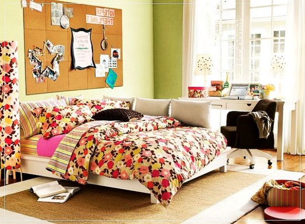 Яркая и просторная спальня для девочек