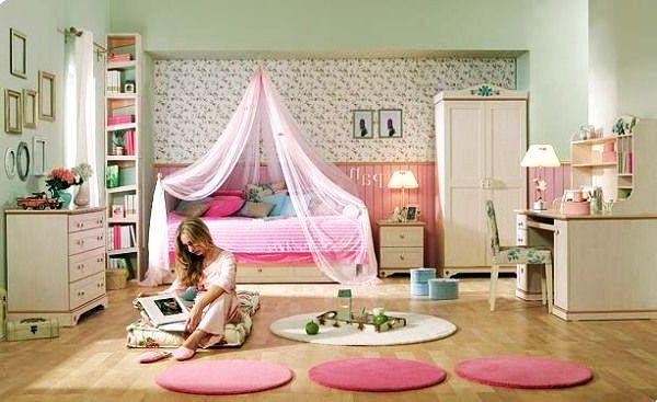 Комната с цветами для девушки