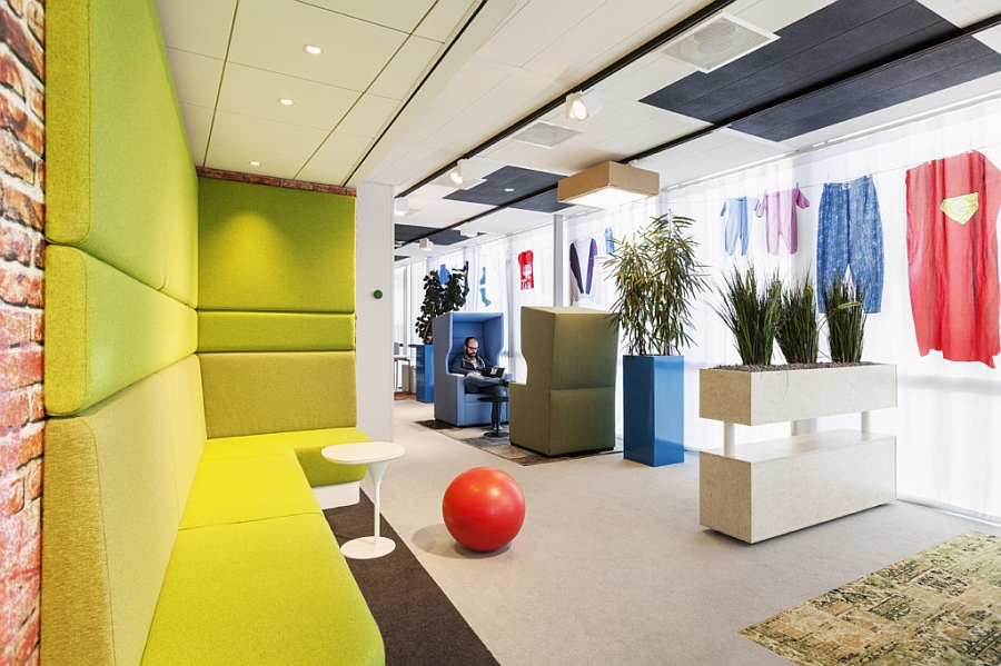 Comfy-and-colorful-workplaces-inside-the-Google-Amsterdam-Office