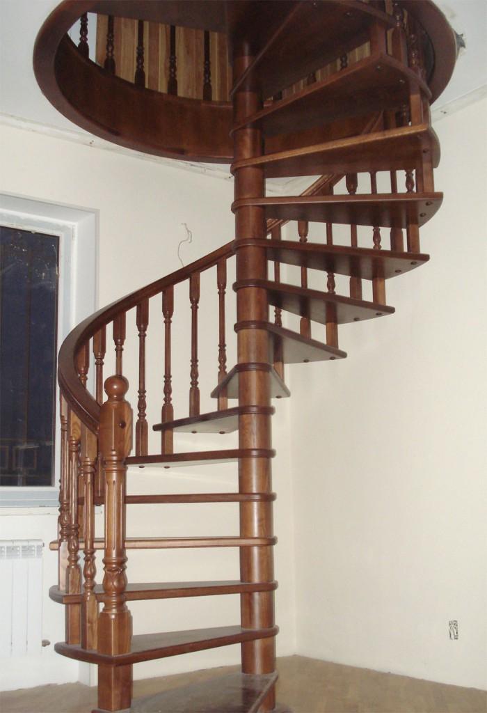 Винтовые лестницы компактны, но сложнее в производстве