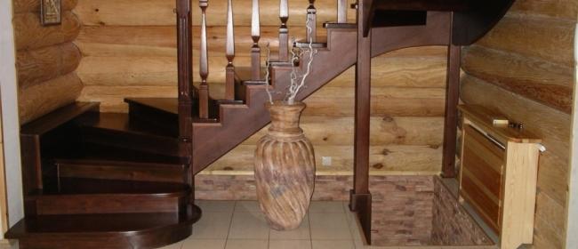 Деревянные лестницы в интерьере дома и дачи