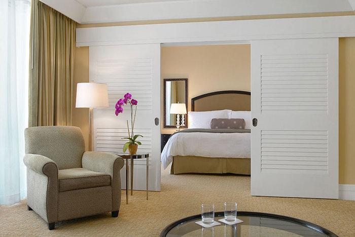 Раздвижная межкомнатная дверь в спальню