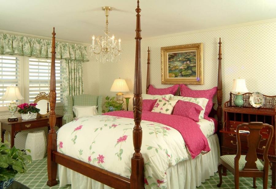 Элегантная женская спальня в классическом стиле