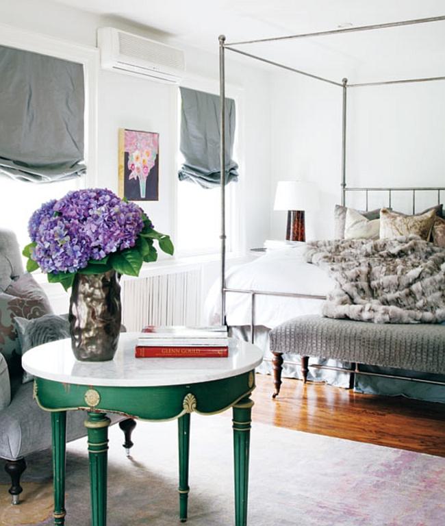 Роскошная спальня с применением зеленого цвета