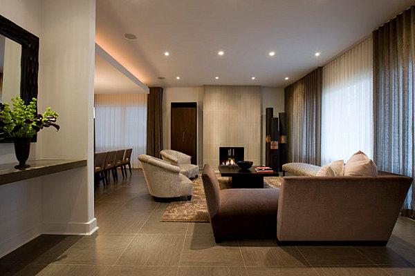Крупная фарфоровая плитка для гостиной.