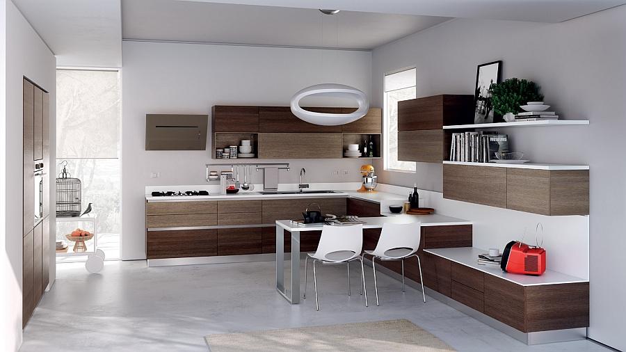 Цветовую гамму этой кухни хорошо разбавляют кухонные шкафы из натурального коричневого дерева.