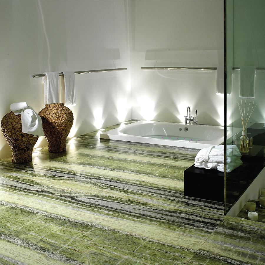 Роскошная зона спа – гармоничное сочетание пола из натурального камня и встроенного джакузи, что делает ванную комнату удобной и максимально комфортной.
