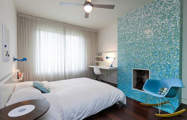 Спальня, украшенная мозаичной стеной от Birdhouse Media.