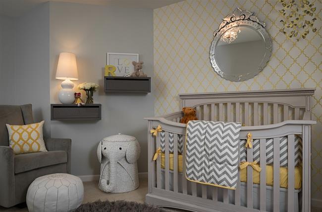 Комната ребенка в желтых и серых цветах.