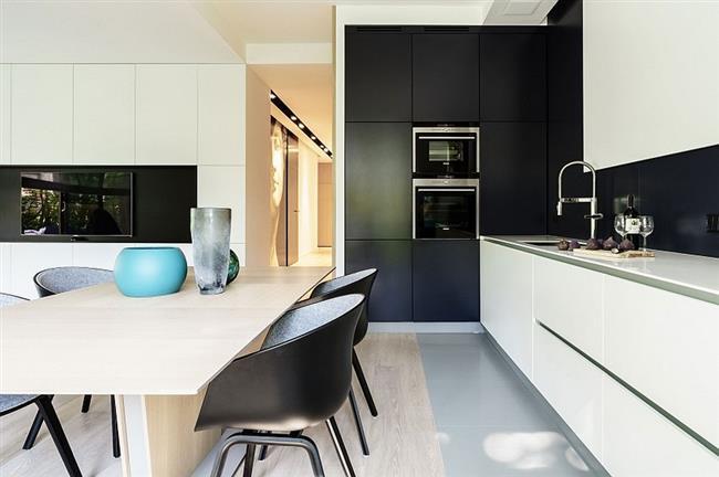 Черно-белая композиция стильной кухни.