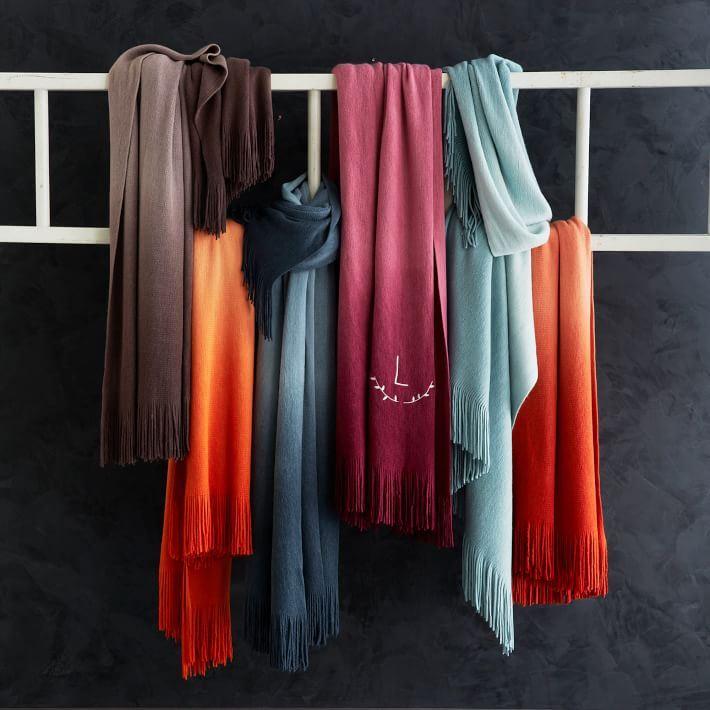 Насыщенная цветовая композиция с шарфами от компании West Elm.