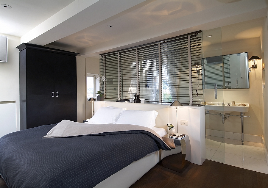 Просторная спальня и ванная комната в спокойных тонах.
