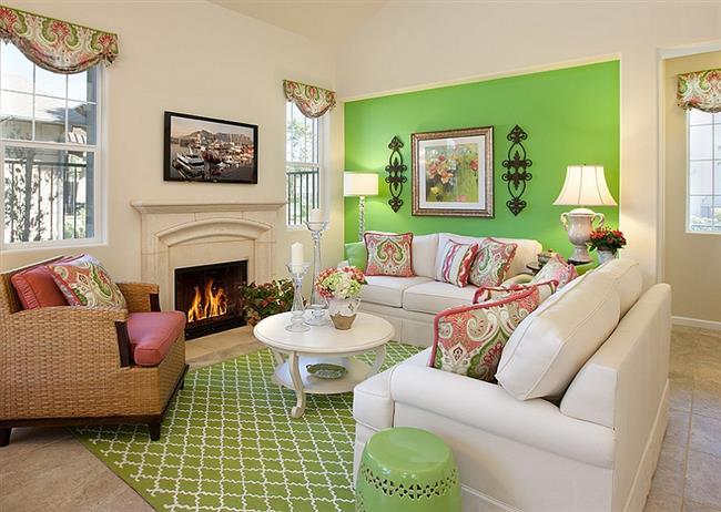 Элегантная гостиная белых и зеленых оттенков.