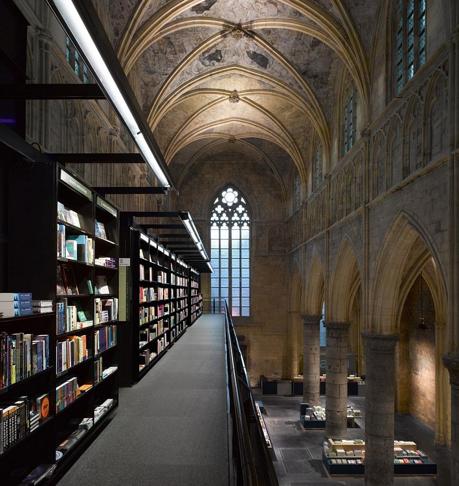Книжный магазин в Нидерландах, который раньше был храмом.