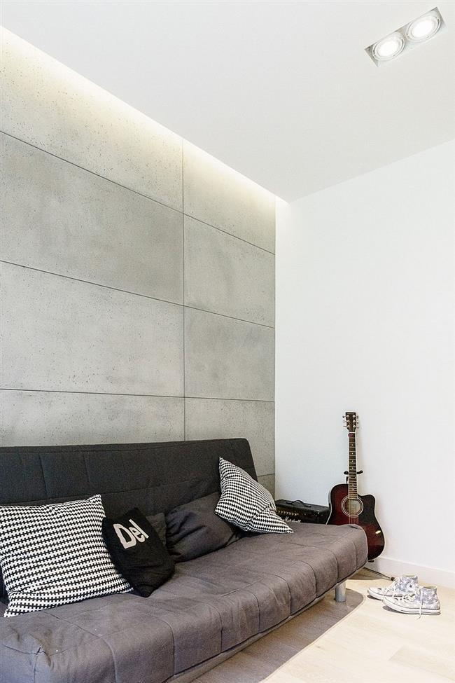 Плиточная стена из бетона в зоне отдыха.
