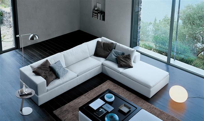 Стильный белый диван в форме буквы Г.