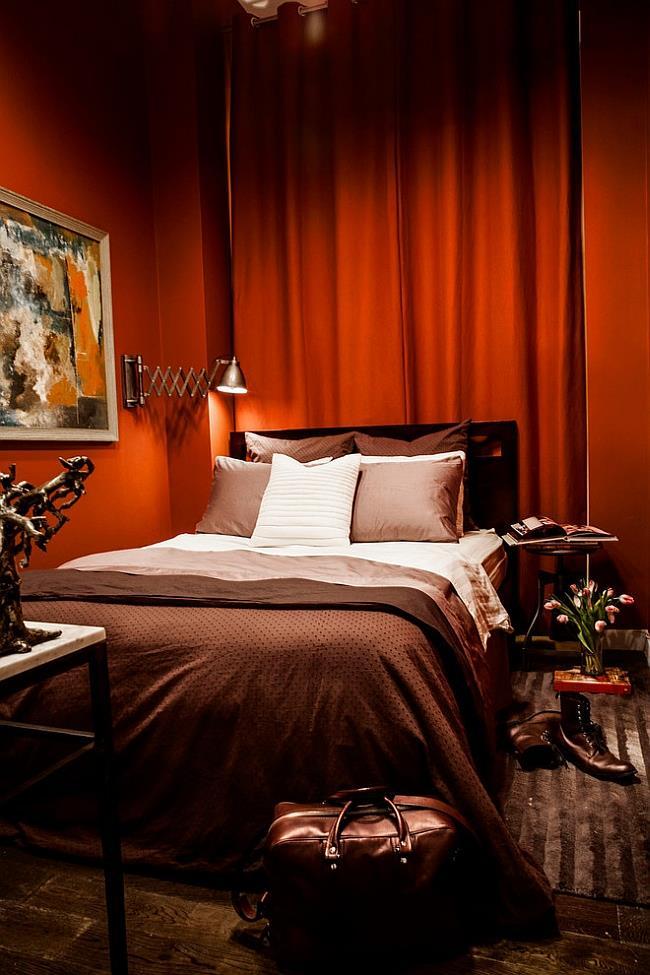 Стильная спальня с красно-оранжевыми матовыми стенами.
