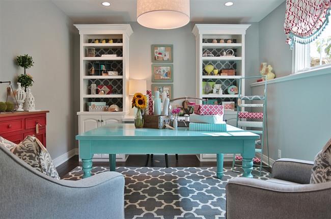 Яркий и позитивный домашний кабинет.