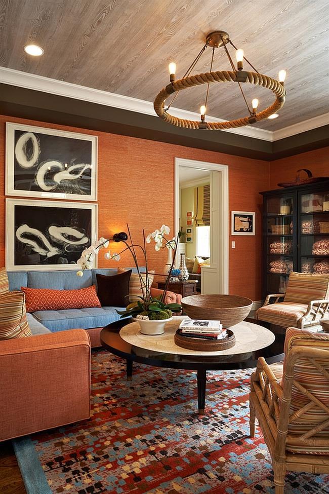 Оранжевые природные обои в интерьере гостиной.