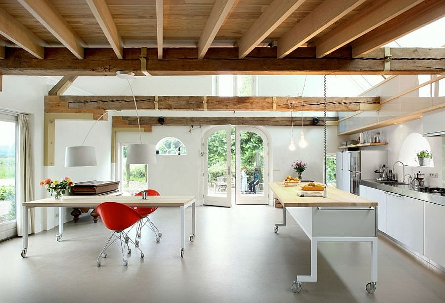 Кухня и столовая на нижнем этаже.