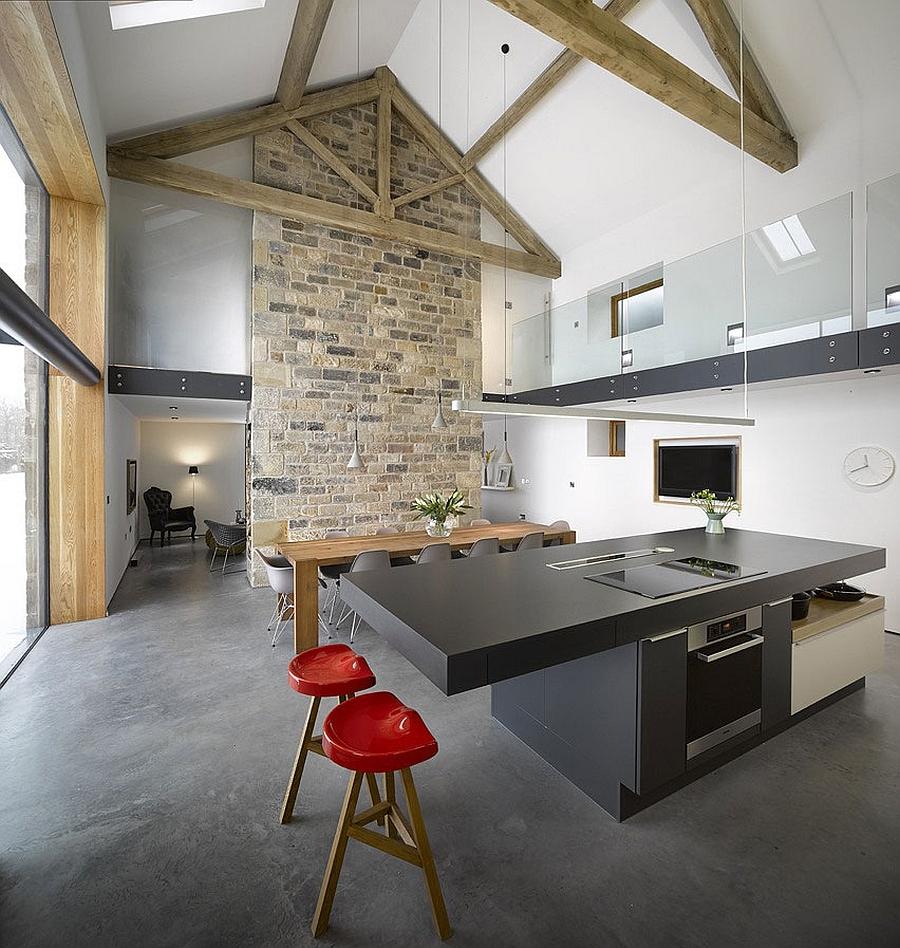 Кухня и столовая.