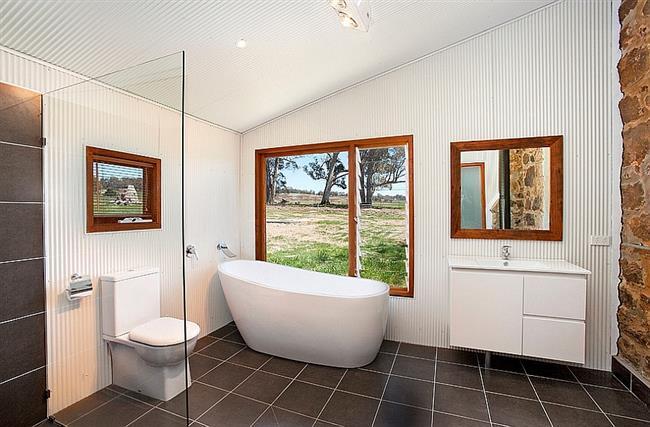 Модная австралийская ванная, которая была раньше сараем.