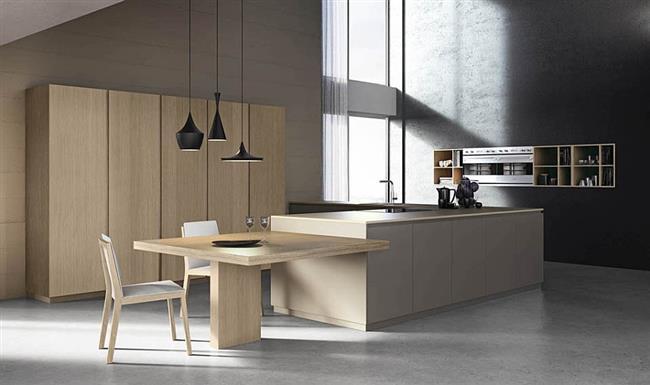 Итальянская кухня Logica, дополненная дизайнерскими подвесными светильниками.