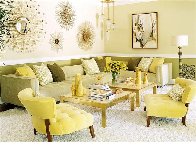 Модная гостиная в желтом и зеленых цветах.