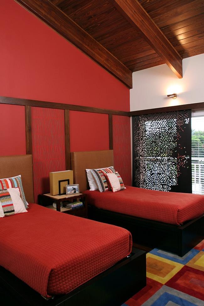 Модная спальня красного цвета.