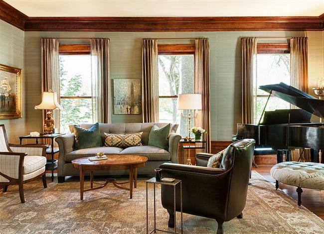 Стильная гостиная со светло-голубыми природными обоями.