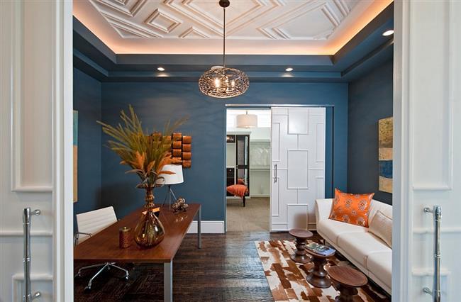 Правильное использование разнообразных цветов и текстур в обстановке домашнего кабинета.