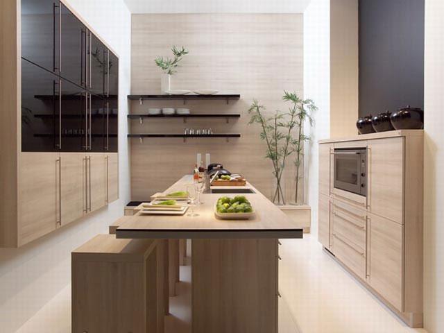 Длинная и узкая кухня при рядной планировке выглядит эффектно