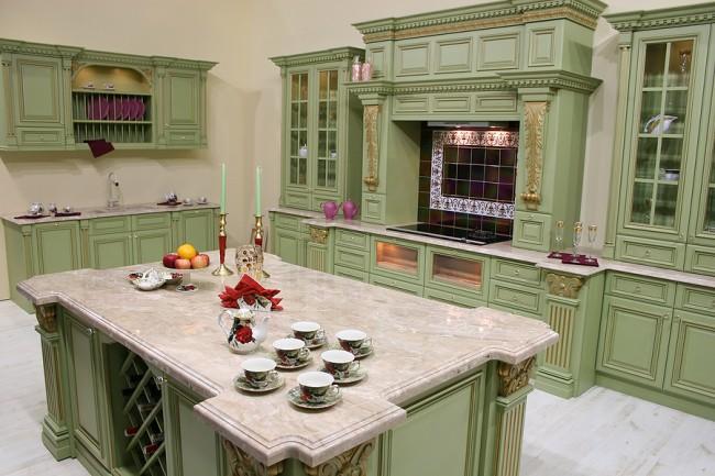 Мраморные столешницы - отличное решение для кухни в стиле барокко