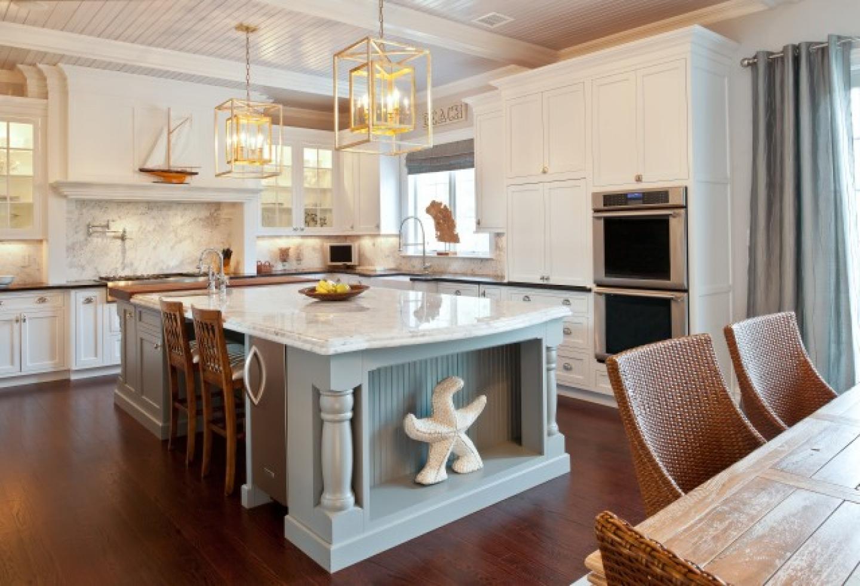 Одна из главных составляющих морского стиля кухни - правильно выбранные аксессуары