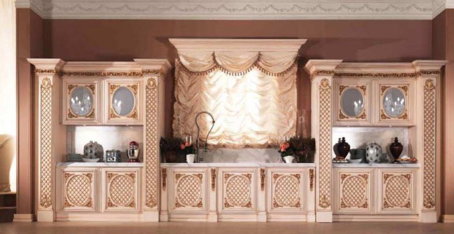 При оформлении кухни в стиле барокко важно сочетать функциональность и роскошь