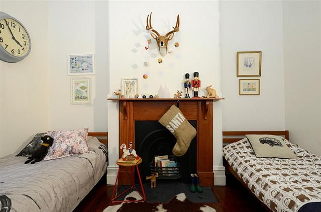 Детская комната, украшенная к Новому году.