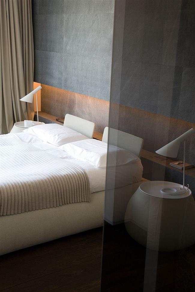Минималистическая спальня с видом на швейцарские Альпы.